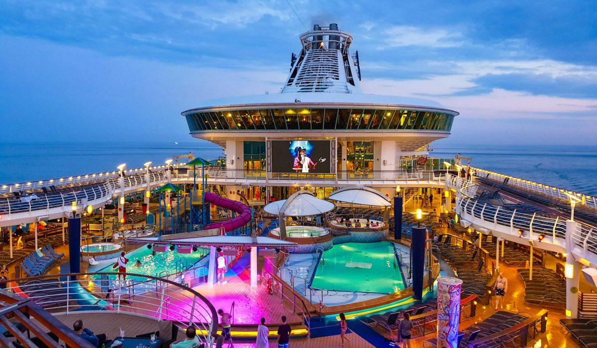 Cruise dek
