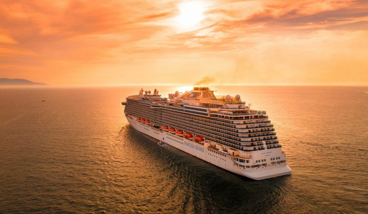 Cruise bij zonsondergang