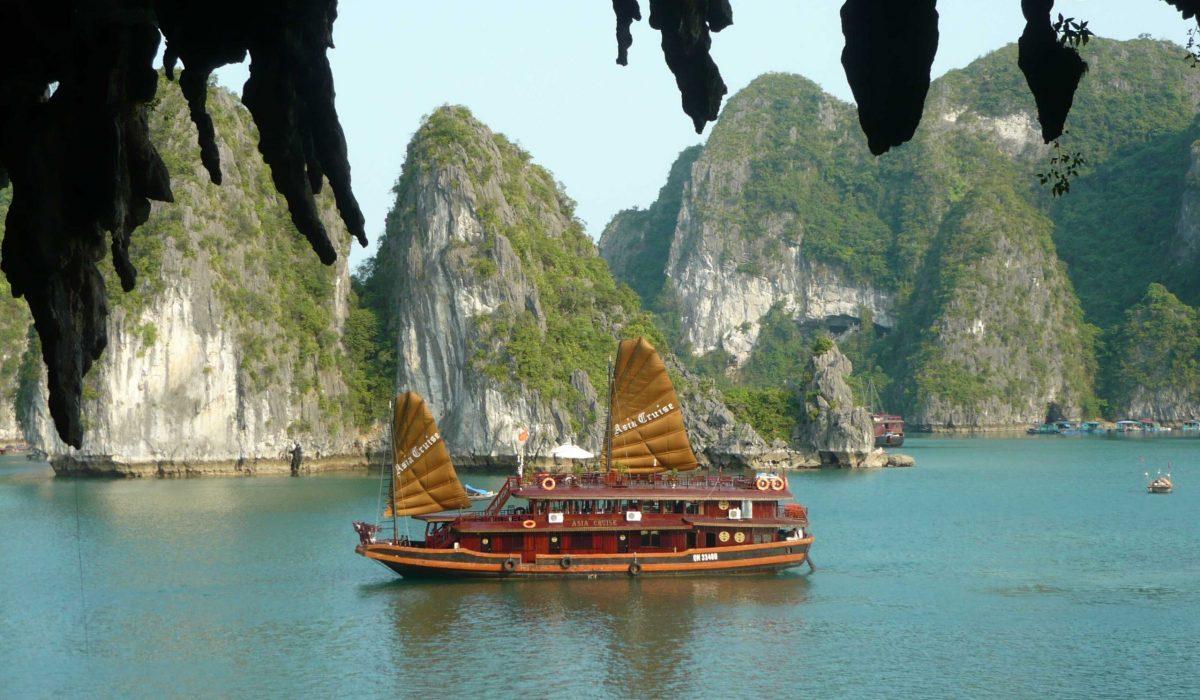 Halong Bay jonkboot
